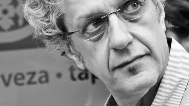 José Carlos Rosales cierra un proyecto poético con su nuevo libro 'Y el aire de los mapas'
