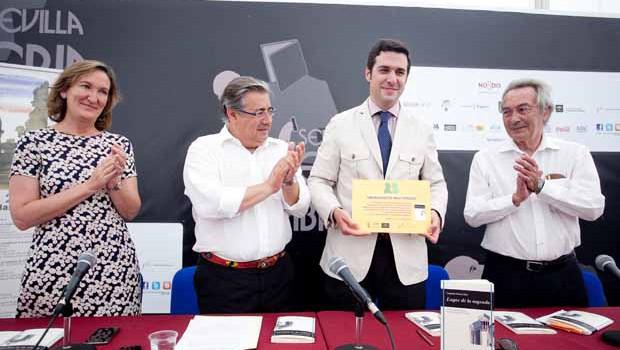 Lutgardo García presenta 'Lugar de lo sagrado', Premio de Poesía Hermanos Machado 2015