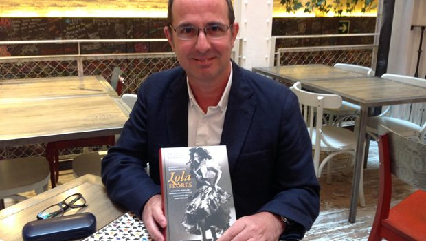 Lola Flores: cultura popular y memoria sentimental gracias al ensayo de Alberto Romero Ferrer