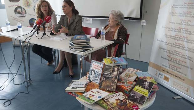 La Biblioteca Julia Uceda acogió el acto de donación de libros a las bibliotecas municipales de Sevilla