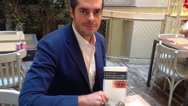 Joaquín Pérez Azaústre presenta 'Poemas para ser leídos en un centro comercial'