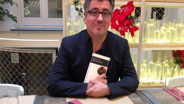 Juan Vicente Piqueras llega a la colección Vandalia con su poemario 'Narciso y ecos'