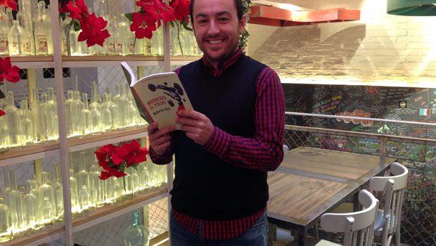 Roberto Osa presenta su novela 'Morderás el polvo', galardonada con el XXXVI Premio Felipe Trigo