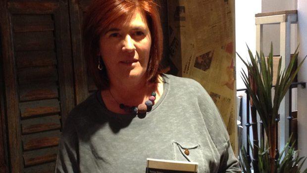 Teresa Gómez publica en Vandalia 'La espalda de la violinista',  el primer poemario completo de esta autora que llega a las librerías