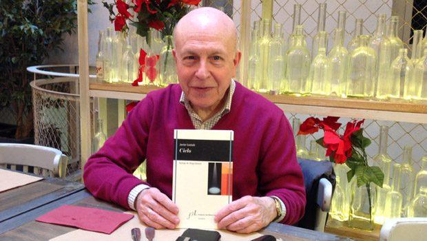 Javier Lostalé publica 'Cielo', el testamento  de un poeta en busca de la serenidad