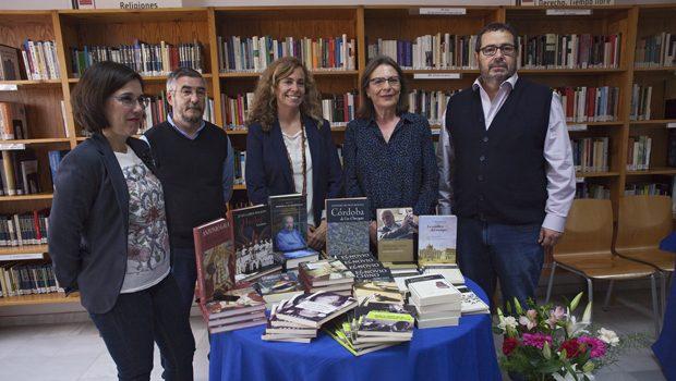 Entrega de lotes de libros a las Bibliotecas Municipales de Sevilla con motivo de la celebración del Día Internacional del Libro