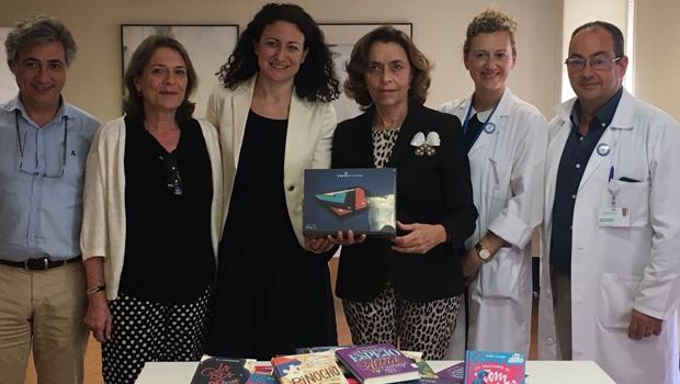 La Fundación José Manuel Lara dona material de lectura al Hospital Infantil del Virgen del Rocío