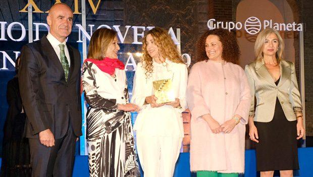 La escritora Ángela Becerra, ganadora del Premio de Novela Fernando Lara 2019