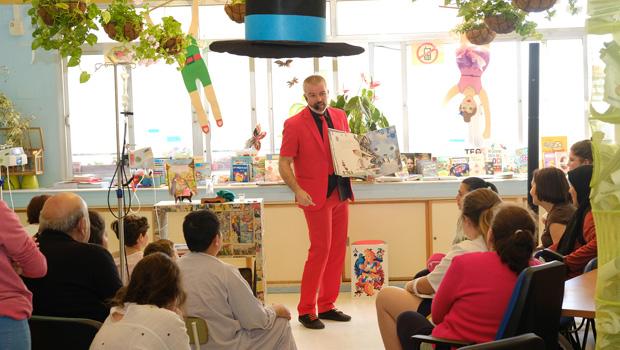 Día Internacional del Libro en la Escuela del Hospital Infantil Virgen del Rocío de Sevilla