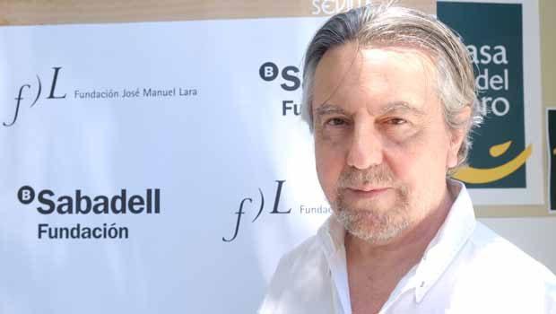 Felipe Benítez Reyes presenta 'El intruso honorífico', obra galardonada con el Premio Manuel Alvar 2019