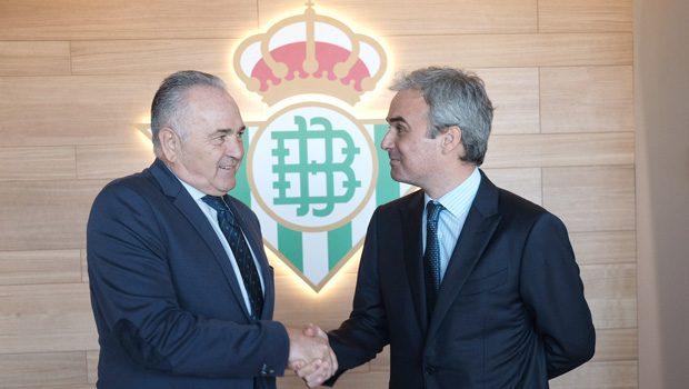 La Fundación Real Betis Balompié y la Fundación José Manuel Lara ponen en marcha un club de lectura con alumnos de la ESO