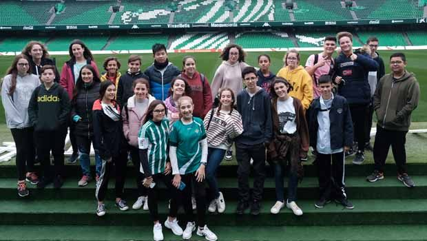 El IES Bécquer protagoniza la primera sesión del club de lectura que organizan la Fundación Real Betis y la Fundación José Manuel Lara