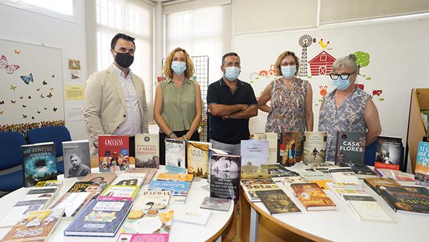 La Fundación José Manuel Lara realiza una donación a las Bibliotecas Municipales de Sevilla