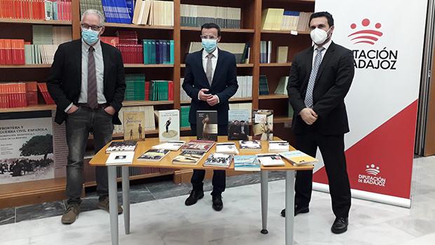 Entrega de más de 200 lotes de libros a las bibliotecas de pueblos de la provincia de Badajoz
