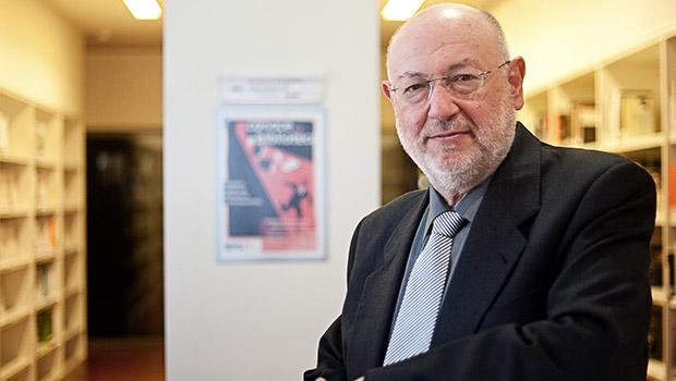 El novelista Juan Eslava Galán recibe un homenaje en los cursos de verano de la UNIA