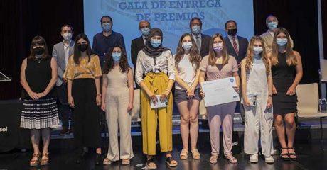 Lucía Cárdenas, ganadora del concurso 'Mi libro preferido': «Estoy orgullosa de haber podido heredar de mi abuelo el amor por la lectura»
